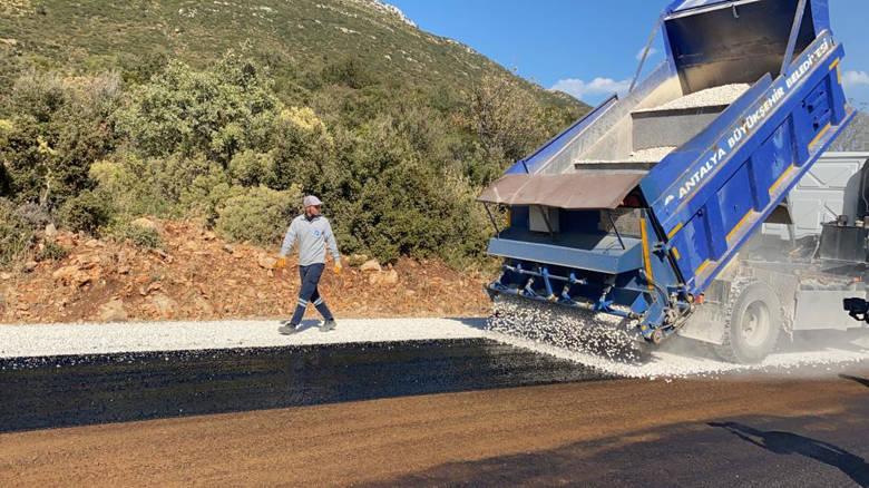Kaş Yeniköy grup yolu asfaltlandı
